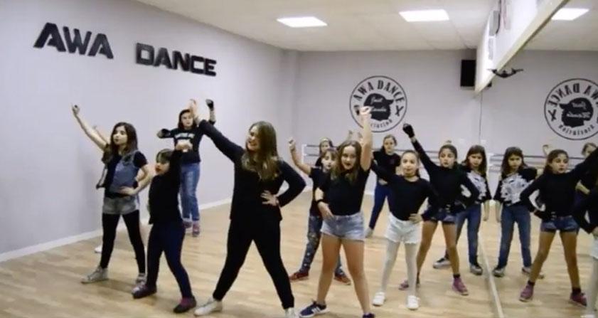 Funky infantil | Trae a tus hijos a probar uno de los bailes de moda del momento.